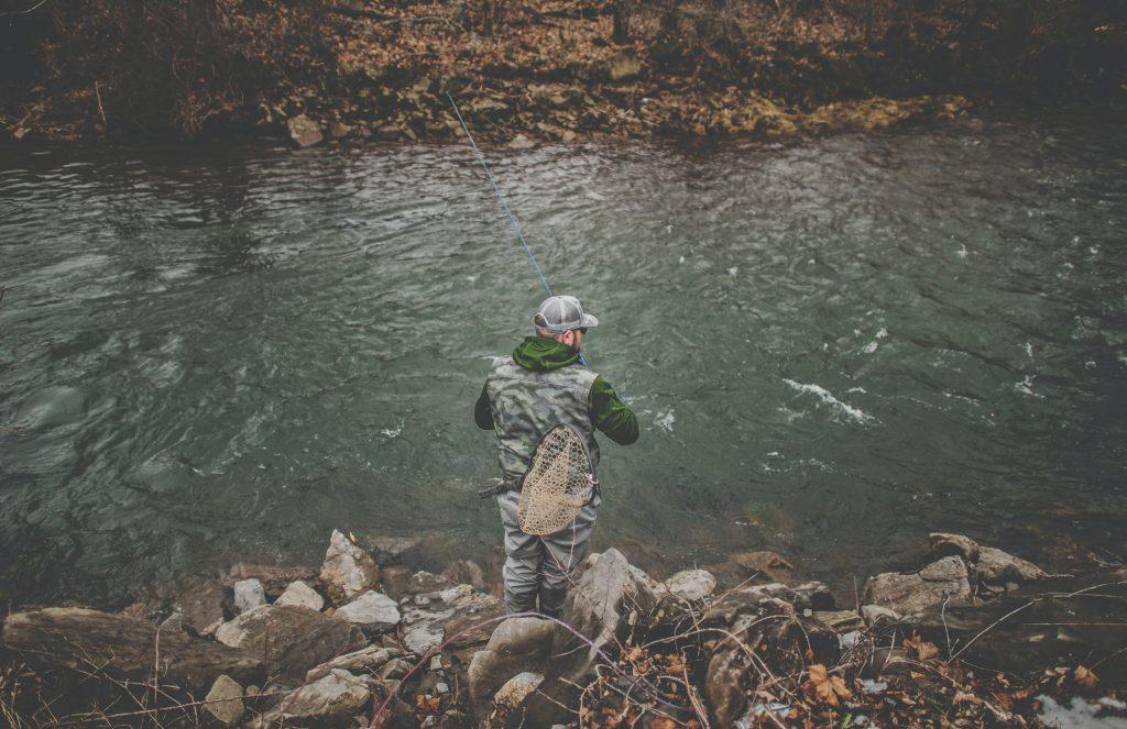 Pêche de la truite à la mouche en rivière